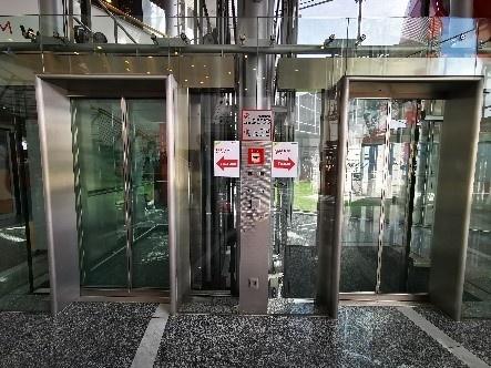 Beschränkung der maximal zulässigen Personenzahl im Aufzug