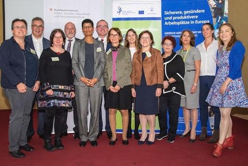Gruppenbild mit Sektionschefin Anna Ritzberger-Moser und Teilnehmerinnen und Teilnehmern an der Kampagne