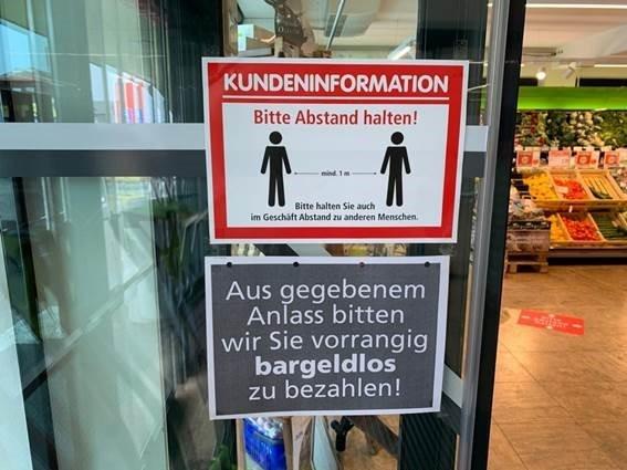 Bild zeigt Empfehlung an Kunden bargeldlos zu zahlen